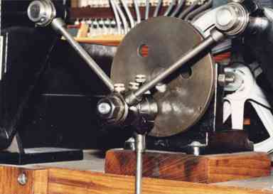Crank disk for powering the wind-pressure and vacuum feeder bellows.