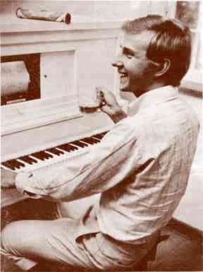 Claes O. Friberg, circa 1975, happily seated at a player piano in the Mekanisk Musik Museum.