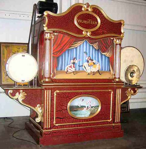 Wurlitzer Caliola with wooden flute pipes.